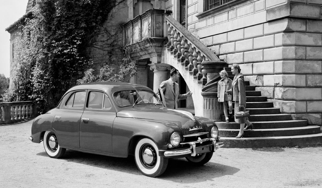 retro-fotografie-skodovky-a-miss-usa-vilem-heckel-skoda-1-sedan-1955-veteran