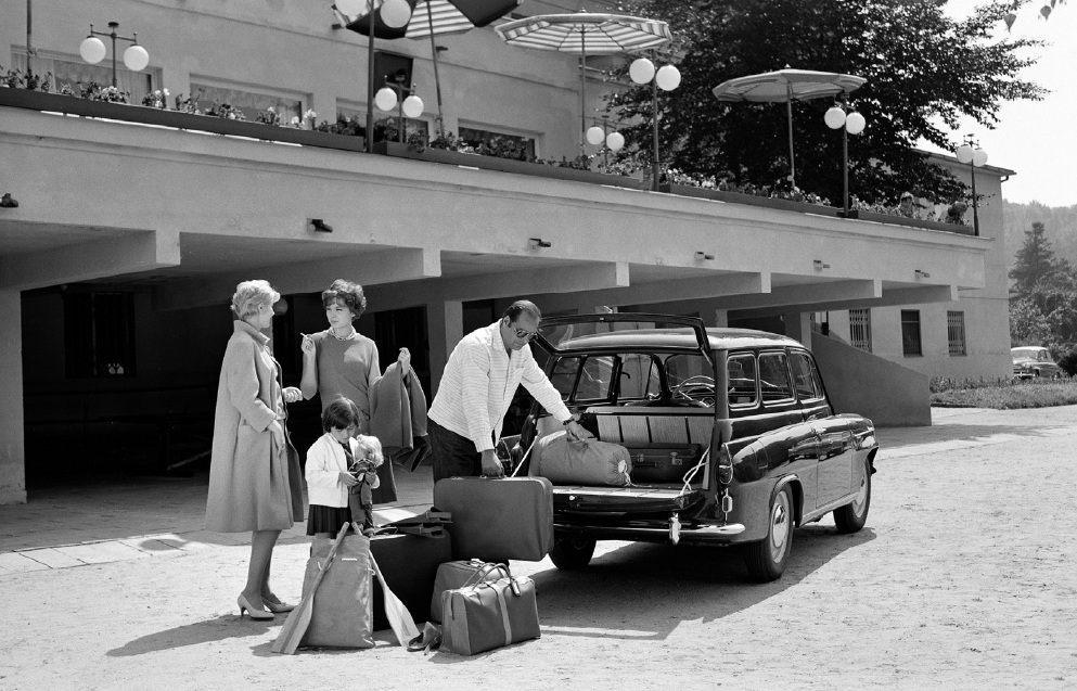 retro-fotografie-skodovky-a-miss-usa-vilem-heckel-skoda-octavia-combi-1960-veteran-rodina-batozina