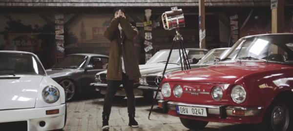 skodovky-v-hudobnych-videoklipoch-paulie-garand-boomerang-skoda-110r-cervena